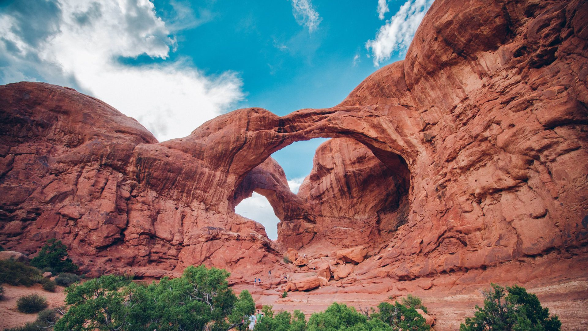 Visiting Arches National Park in Utah equals a trip-to-the-Mars experience