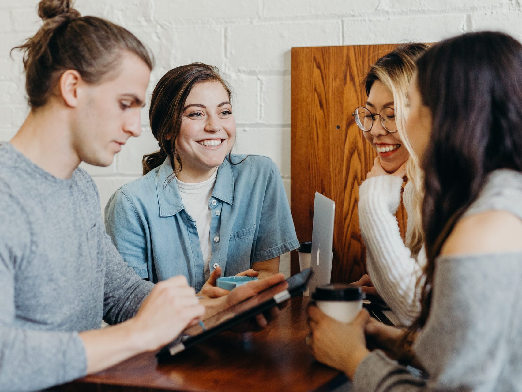 Communicate without boundaries with a virtual translator